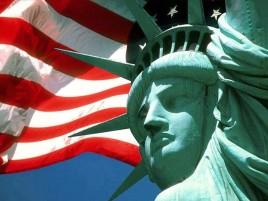estatua-libertad-y-bandera-usa