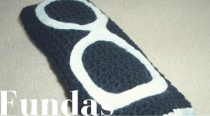 funda-gafas-blanco-negro-tejido-cidi-aprende-idiomas-maleta-perfecta
