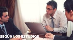 HOMBRES-EMPRESARIOS-HABLANDO-REUNION-CDI-CENTRO-IDIOMAS-ESTUDIOS-INFOJOBS