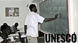 chicos-pizarra-escribir-africa-unesco-cidi-idiomas