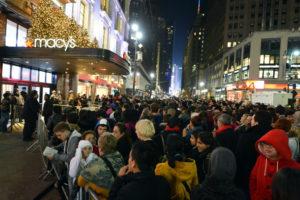 En EEUU hacen largas colas para conseguir los mejores descuentos del Black Friday