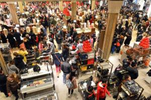 Cada año son más las tiendas que ofrecen grandes rebajas en el Black Friday